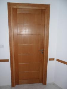 Recherche de distributeur des portes en bois massif tunisie for Porte bois massif exterieur