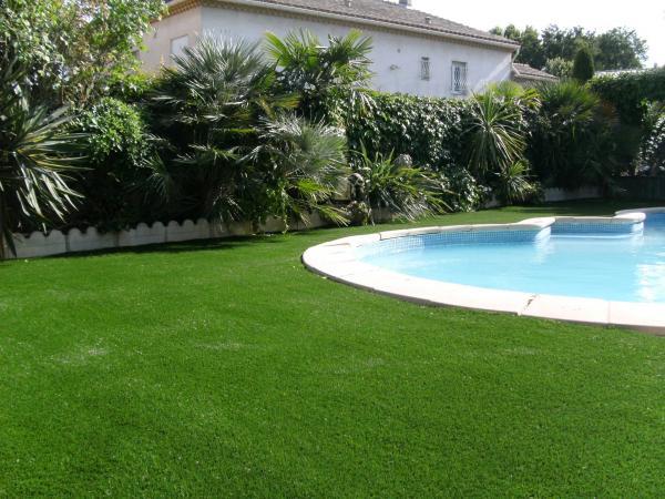 Pelouse gazon artificiel tunisie for Gazon artificiel piscine