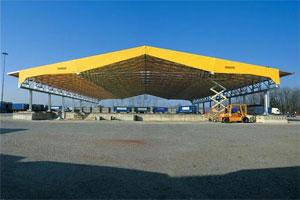 Couverture pour bâtiment de stockage indépendant fixe ou rétractable