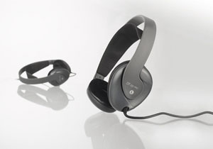Closed lightweight headphone for studio and stage applications