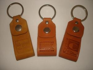Portes clés en cuir personnalisés