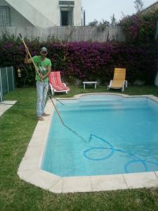 Entretien et nettoyage piscine tunisie tunisie for Construction piscine tunisie