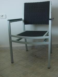 CHAISE EMPILABLE EN ROTIN