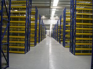 Rayonnage métallique  lourd pour casiers