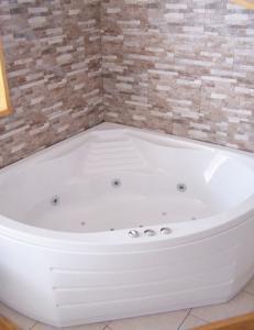 baignoire hydromassage tunisie. Black Bedroom Furniture Sets. Home Design Ideas