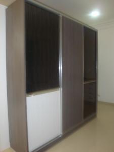 Syst�mes coulissants pour placards, armoires et dressing.