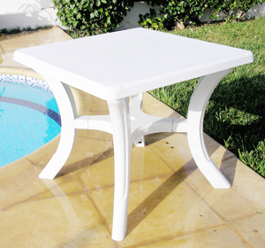 Table en plastique: Table Zarzis