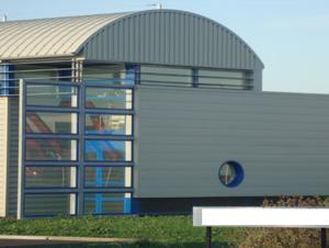 Hangar cintré à parois droites UPSILON.