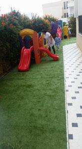 pelouse  synthétique pour terrains de jeux