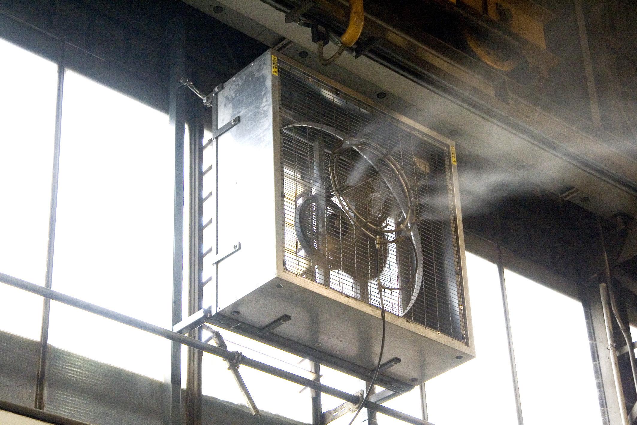ventilateur industriel avec brumisateur