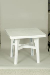 Table car�e en plastique