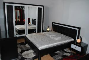Chambres coucher chambres contactez fly deco ci dessous for Chambre a coucher algerie
