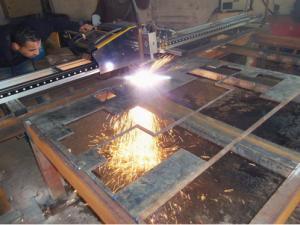 Découpe acier par  machine plasma ou cisaille